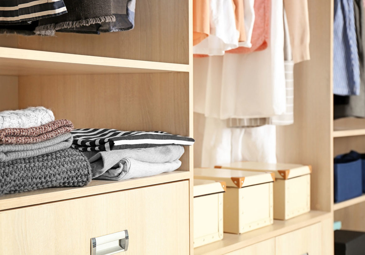 Organized-wardrobe-closet-with_1200px